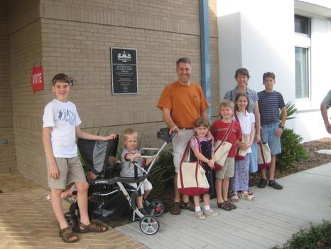 Mike and Laura Beck, and their seven children: David, Paul, Ethan, Hope, Jonathan, Victoria, Grace