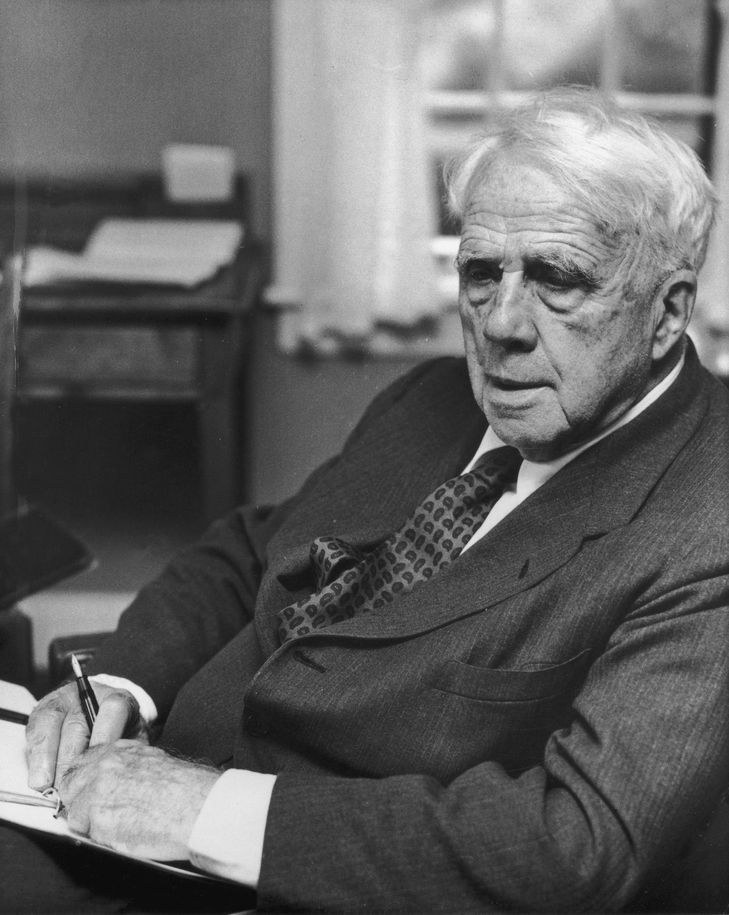 ef45a66de294 Robert Frost is honored at a 1958 Poetry Society Dinner ...