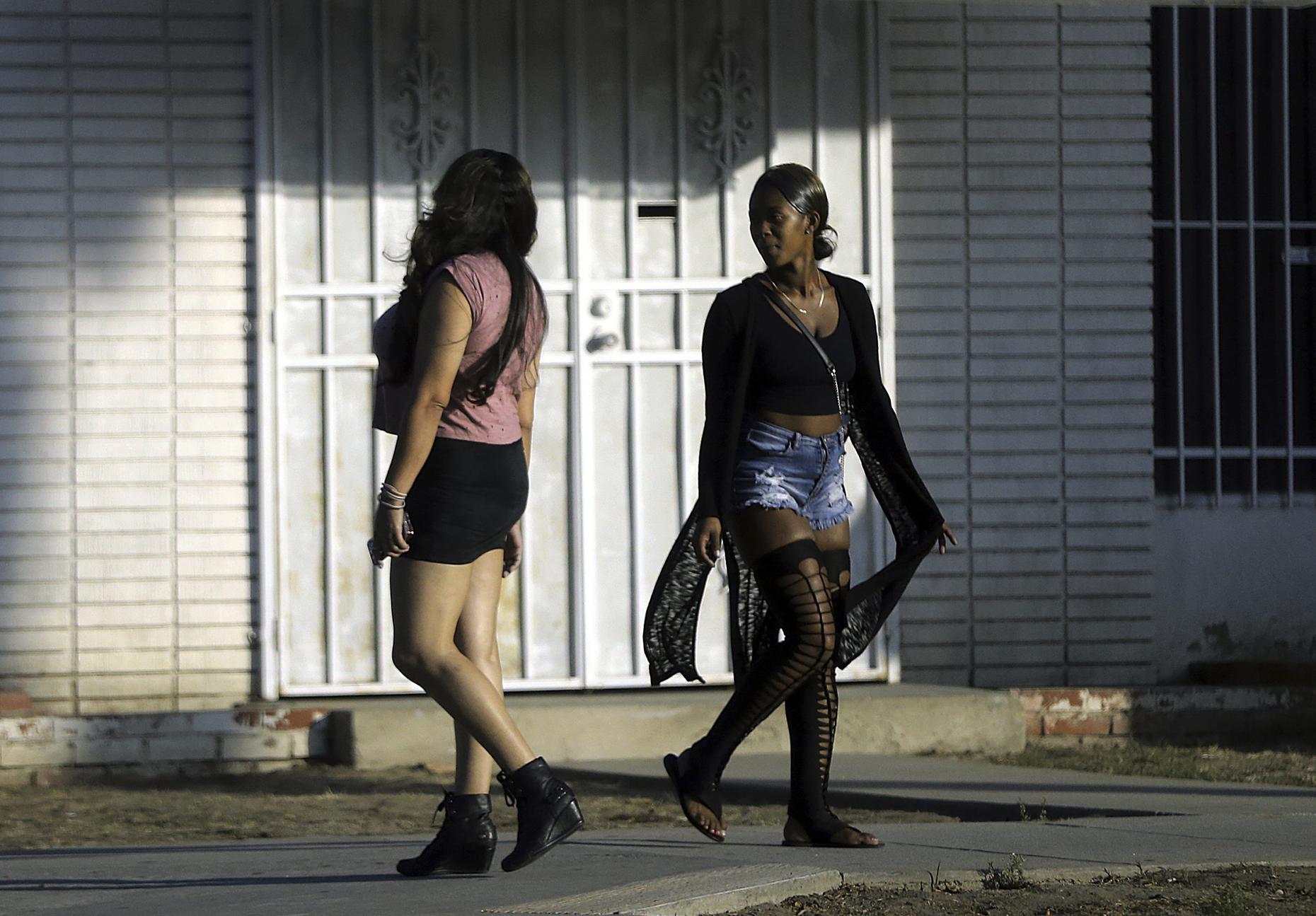 Проститутки мигранты проститутки выезд братиславская
