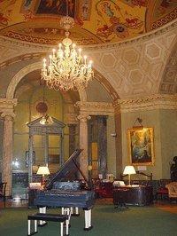 The rotunda at Steinway Hall