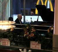 Pianist Andrew Shapiro