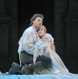 Vittorio Grigolo as Roméo and Diana Damrau as Juliette in Gounod's Roméo et Juliette.