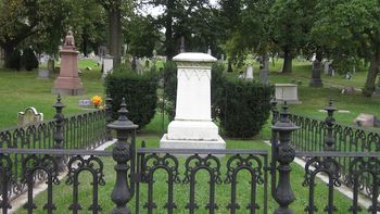 The Gottschalk tomb as it looked before the statue was installed this week