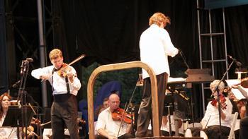 Violinist James Ehnes joins the orchestra for Tchaikovsky's Violin Concerto in D major.