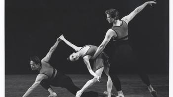 Edwaard Liang (left), Jennie Somogyi (center) and Peter Hansen (right) in <em>Urban Dances</em>, choreographed by Miriam Mahdaviani