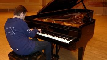 Leif Ove Andsnes tests the New York Steinway.
