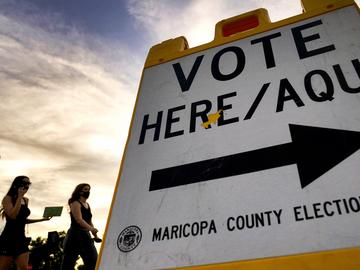 Maricopa County sign saying 'vote here'