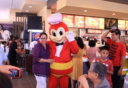 Jollibee Restaurant Follows Filipino Community to New Jersey | New