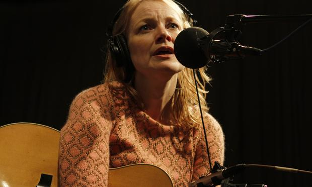 Kelly Willis performs in the Soundcheck studio.
