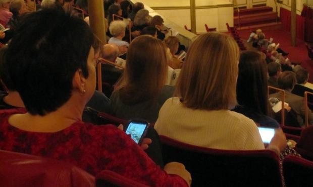 Audiences use Twitter at a Cincinnati Symphony concert