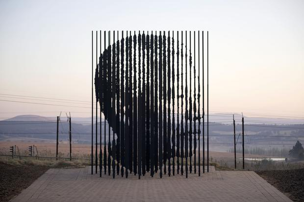 When the steel columns align, they reveal the face of Nelson Mandela.