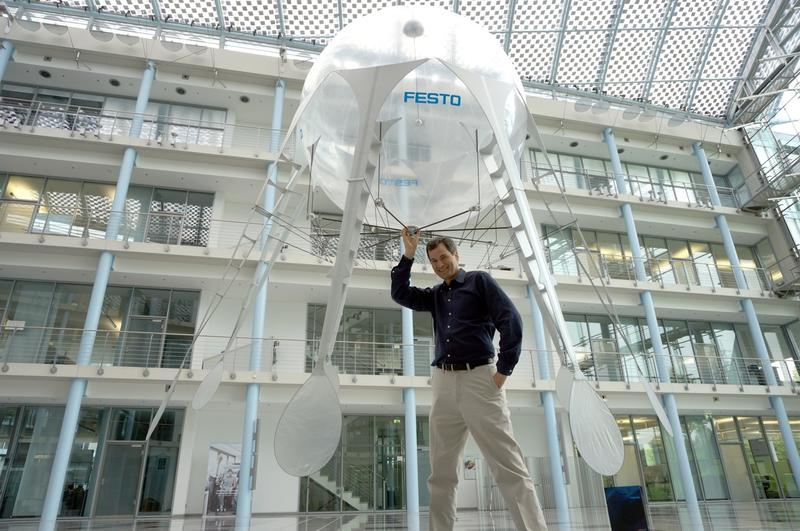 "David Pogue launches the ""Air Jelly"", a remote-controlled flying jellyfish designed by the German engineering company Festo"
