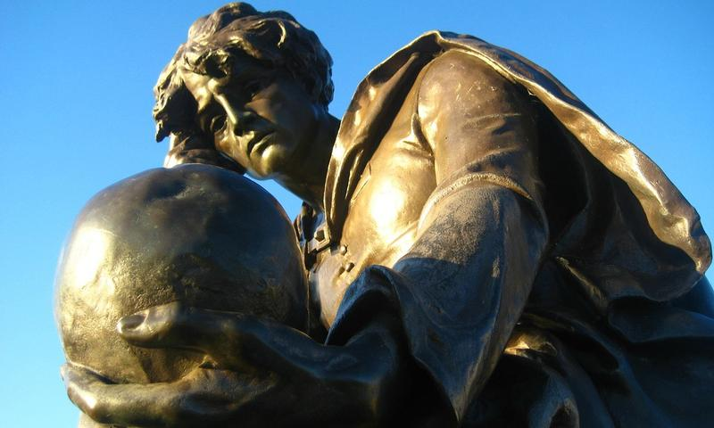 A statue of Prince Hamlet and Yorrick's skull at the Gower Memorial in Stratford-upon-Avon