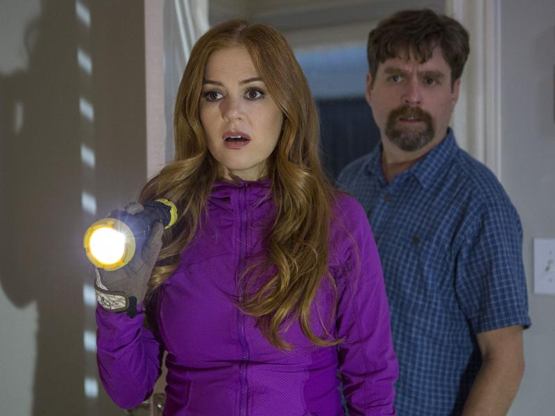 Zach Galifianakis and Isla Fisher as Jeff and Karen Gaffney in <em>Keeping Up with the Joneses. </em>