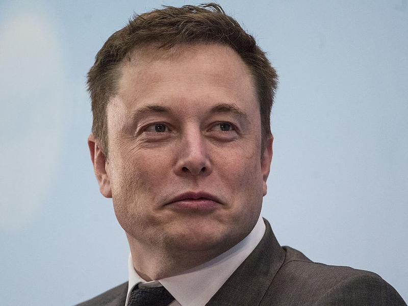 Billionaire entrepreneur Elon Musk said his company SpaceX plans to build a rocket system capable of taking people to Mars.