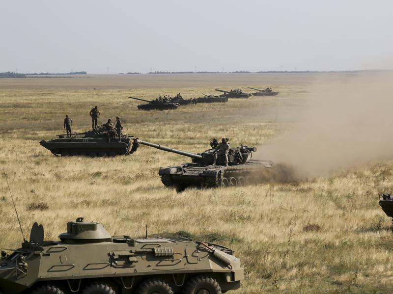 Ukrainian tanks near the border with the Russian-controlled region of Crimea in August.