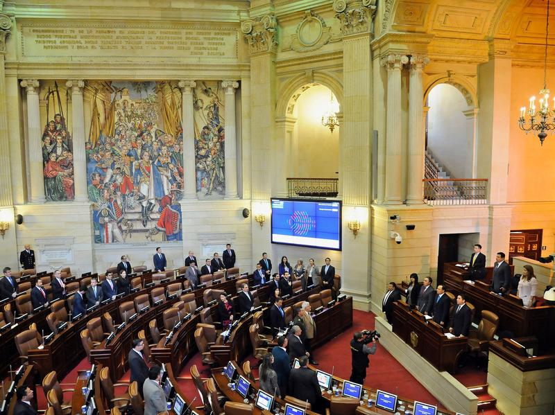 The Colombian Congress endorsed the new peace agreement signed between the government and the Marxist rebel group known as the FARC.