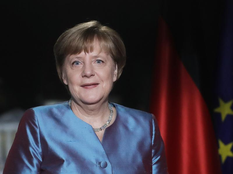 German Chancellor Angela Merkel's Cabinet says it is scrapping the controversial law against insulting foreign heads of state.