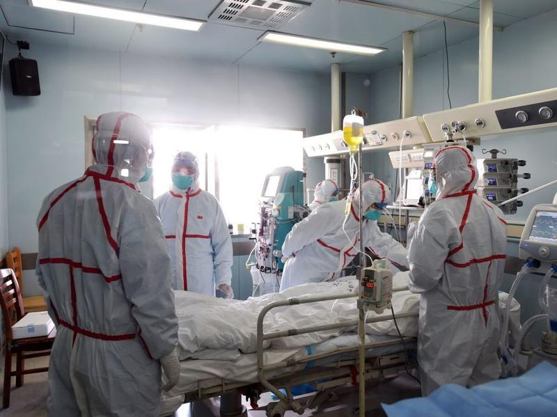 Hospital staff treats an H7N9 bird flu patient on Sunday in Wuhan, in central China's Hubei province.