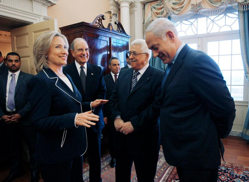 U.S. Secretary of State Hillary Clinton, Special Envoy George Mitchell, President of the Palestinian Authority Mahmoud Abbas and Israeli Prime Minister Benjamin Netanyahu (9/2/2010)