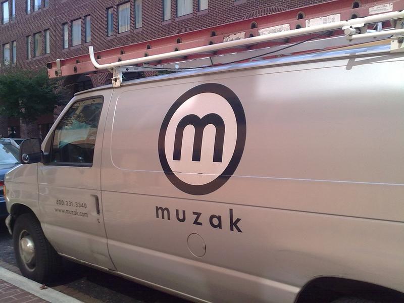 muzak ( brownpau) / flickr )