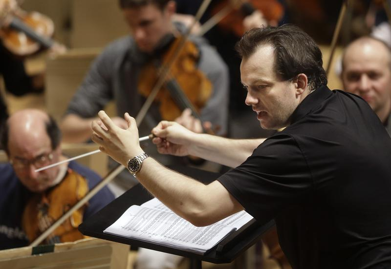 Boston Symphony Orchestra and music director Andris Nelsons win Best Orchestral Performance in the 2017 Grammys.