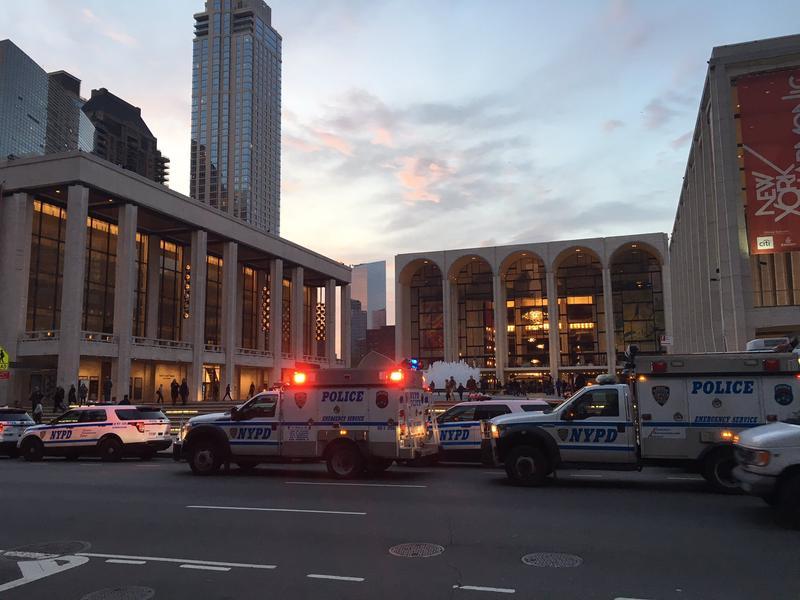 The Scene outside the Met