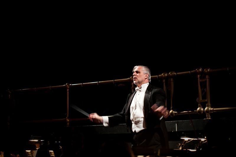 Victor DeRenzi conducting at the Sarasota Opera.
