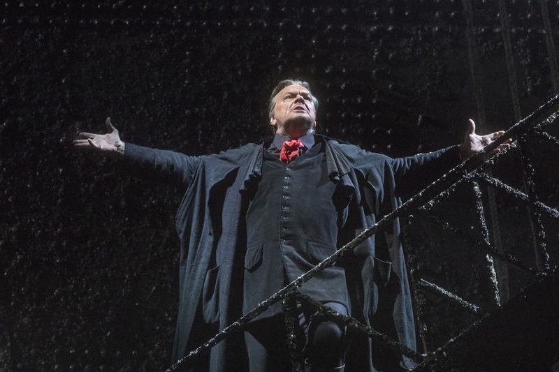 Michael Volle as Holländer in Wagner's Der Fliegende Holländer .