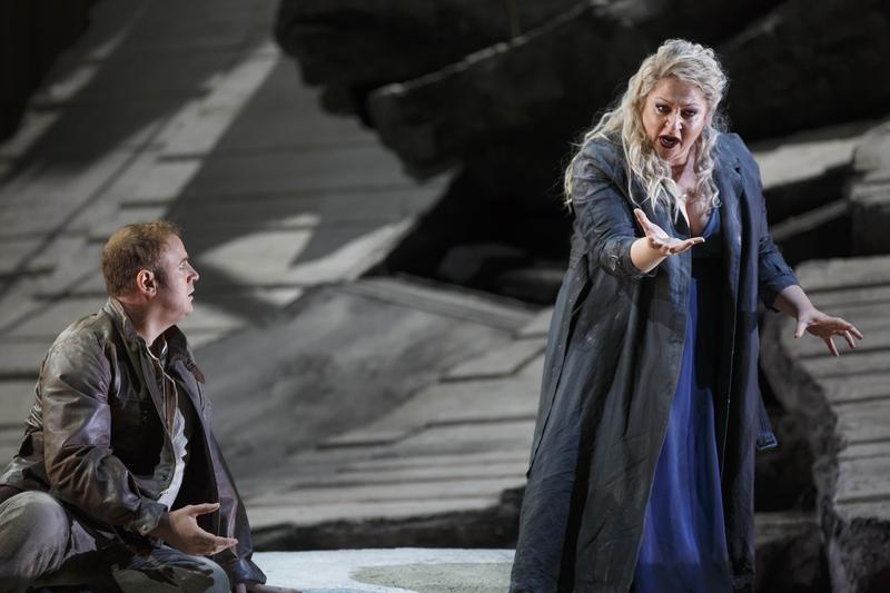 Lucas Meachem as Chorèbe and Susan Graham as Didon in Berlioz's 'Les Troyens'