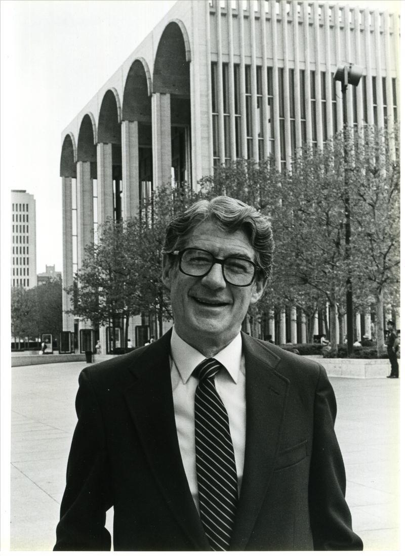Peter Allen outside the Metropolitan Opera House