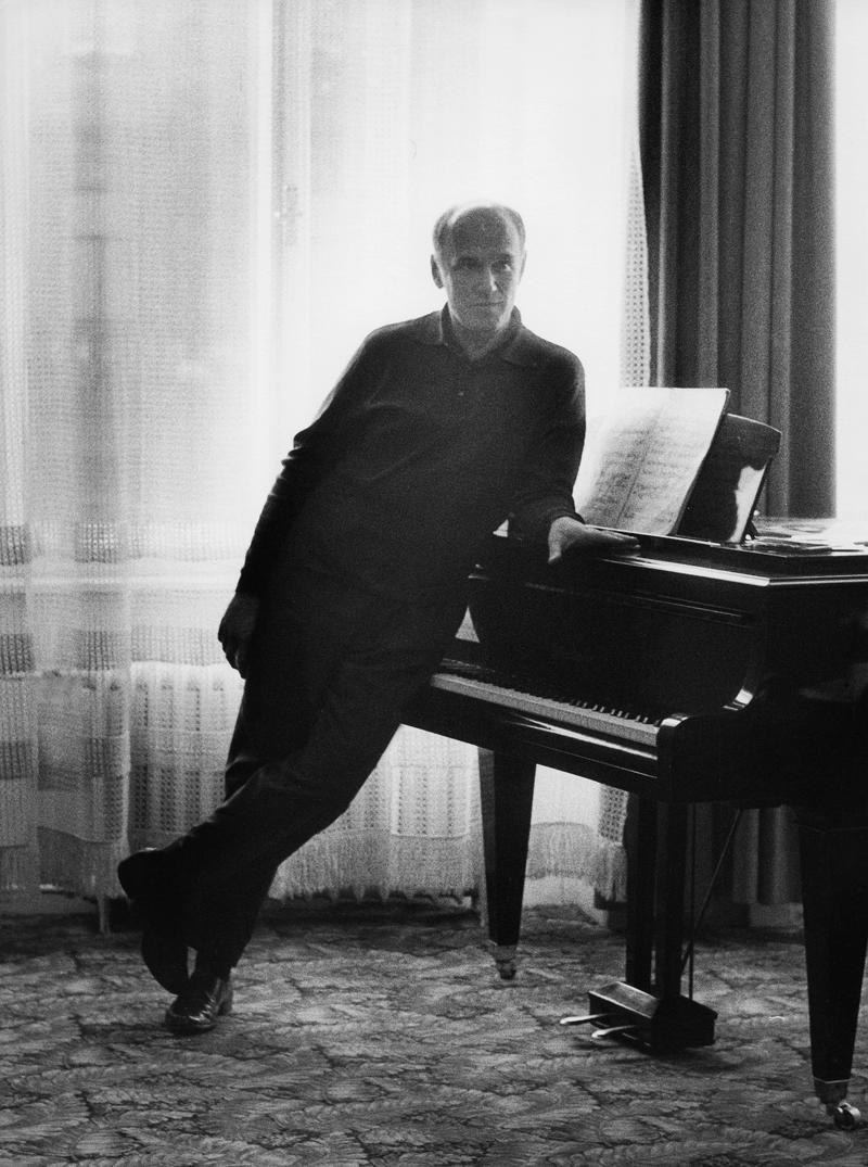 Pianist Sviatoslav Richter standing at the piano in 1963.