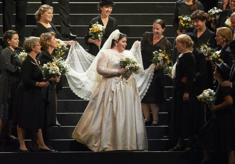 Soprano Angela Meade (center) as Elena in Verdi's 'I Vespri Siciliani' from the Vienna State Opera.