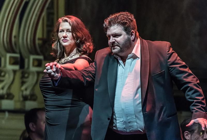 Kelly Cae Hogan as Brünnhilde and Michael Weinius as Siegmund in 'Die Walkyrie'