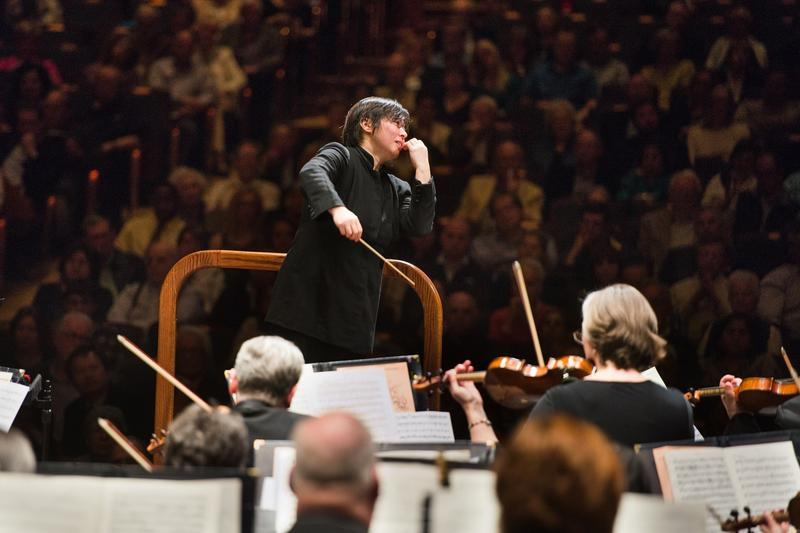 Xian Zhang lead the New Jersey Symphony Orchestra.