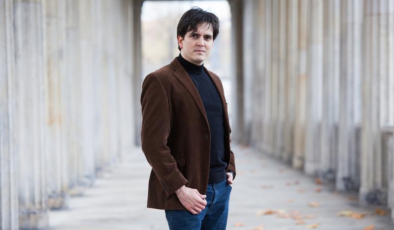 Carlos Izcaray, conductor