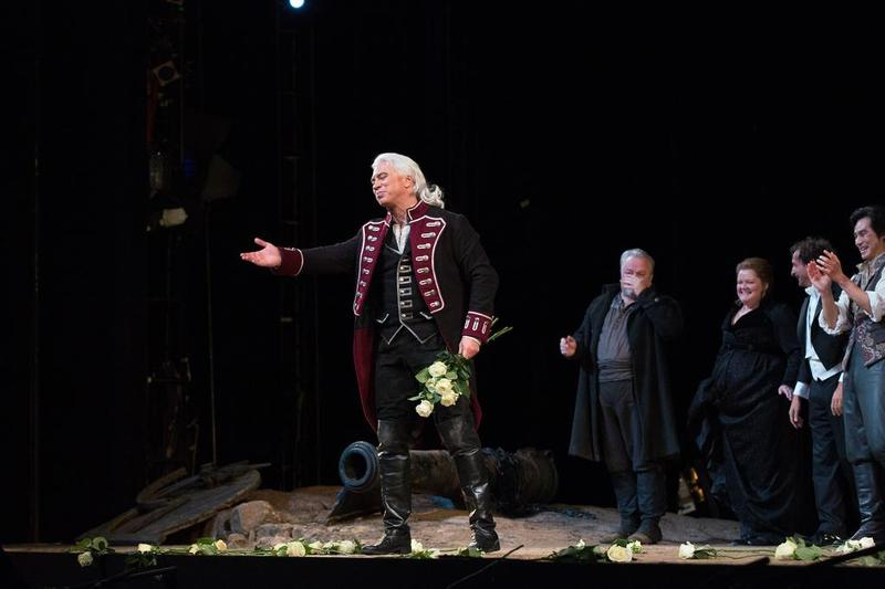 Dmitri Hvorostovsky at the curtain call for the September 25 performance of Verdi's 'Il Trovatore'
