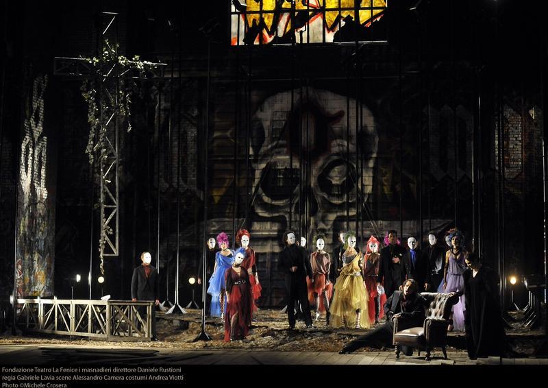 <em>L'Masnadieri</em> full cast onstage at La Fenice