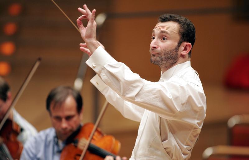Kirill Petrenko conducts at the Koelner Philharmonie in 2005