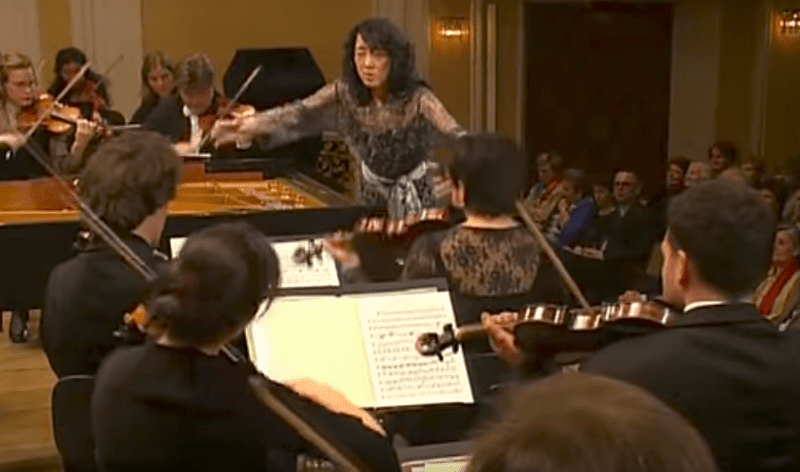 Mitsuko Uchida conducts with Camerata Salzburg