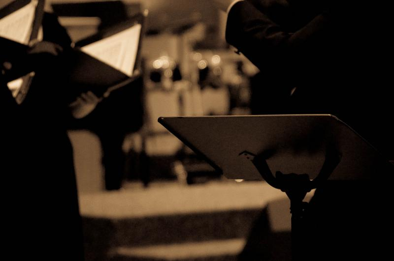 How important is it for singers to avoid using music stands?