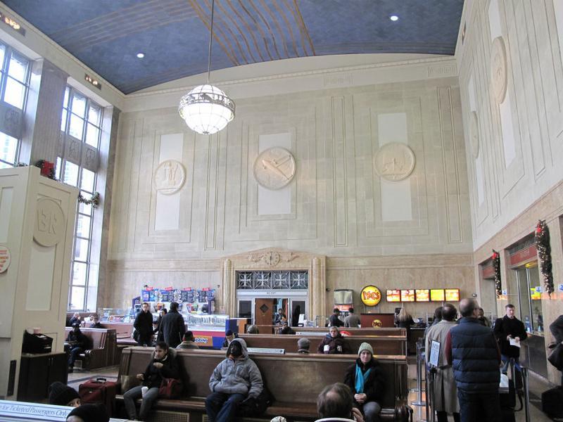 The main waiting room at Newark Penn Station