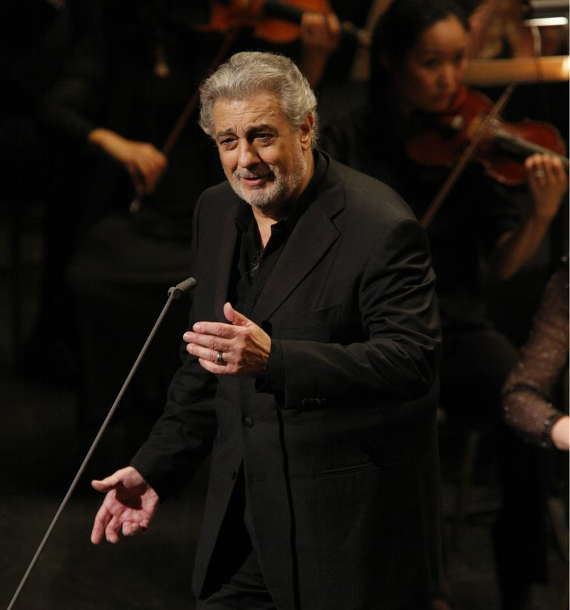 Placido Domingo sings at a 40th anniversary gala with the LA Opera