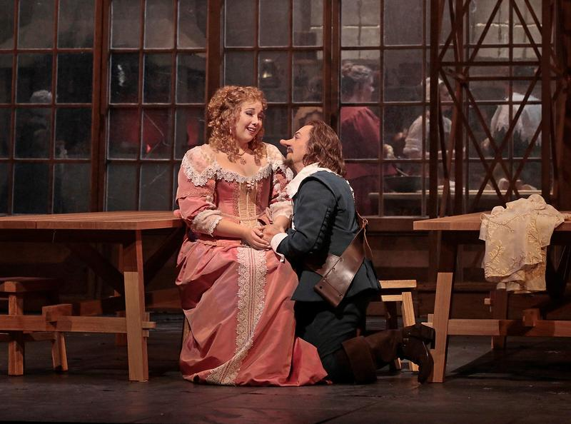 Jennifer Rowley as Roxane and Roberto Alagna as Cyrano in Alfano's Cyrano de Bergerac