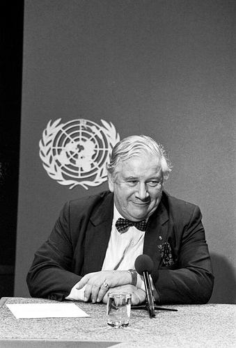 Actor Peter Ustinov, Special Ambassador for the UN Children's Fund, takes questions from a panel of journalists at the UN Headquarters on Dec. 9, 1986.