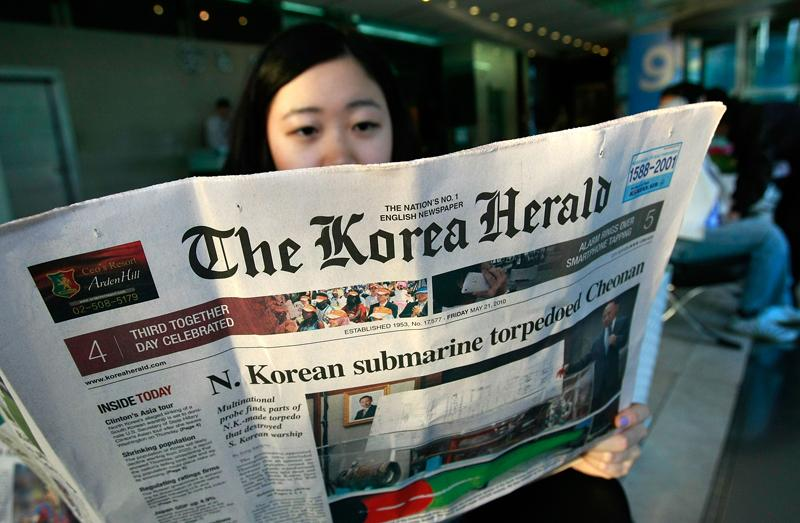 A South Korean woman reads the results of the Cheonan investigation