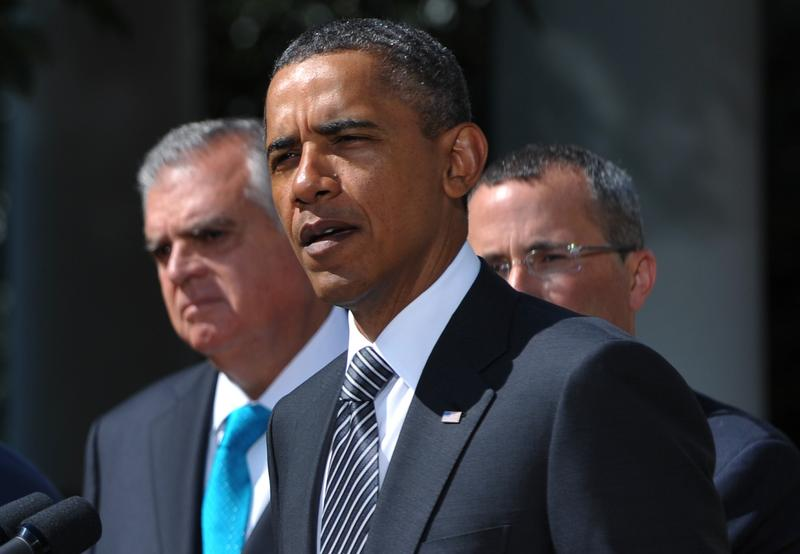 President Obama, flanked by DOT head Ray LaHood and US Chamber of Commerce COO David Chavern.