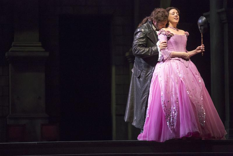 Joseph Calleja and Susanna Phillips star in 'Romeo and Juliet' at the Lyric Opera of Chicago.
