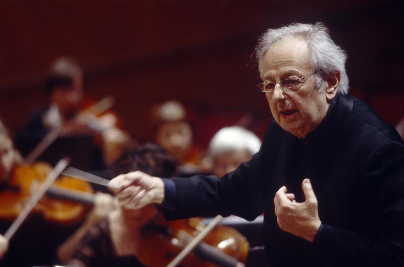 André Previn conducting the Oslo Philharmonic Orchestra in 2004