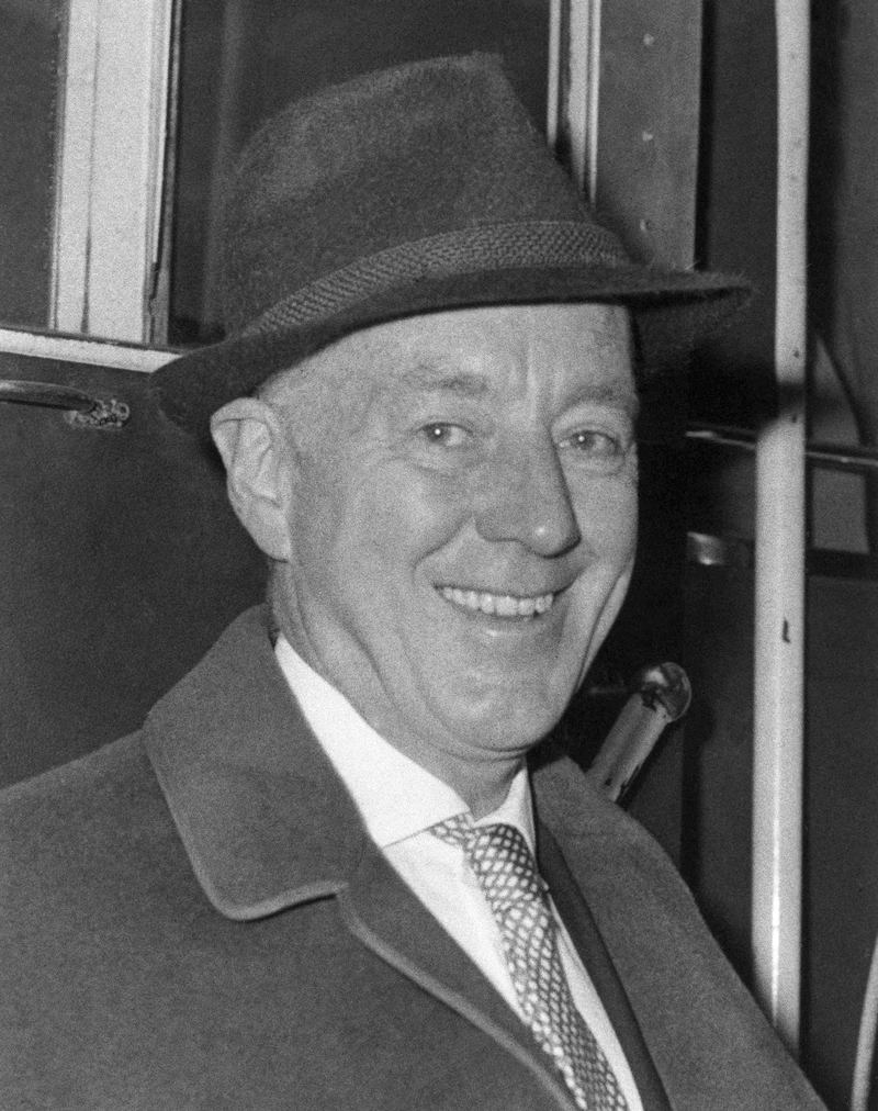 Actor Sir Alec Guinness is shown leaving Heathrow Airport, London, Aug. 14, 1968.
